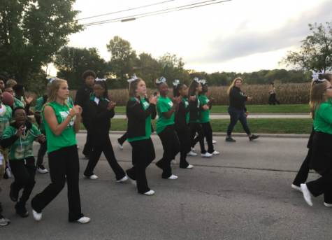 2018 Homecoming Parade Cheerleaders